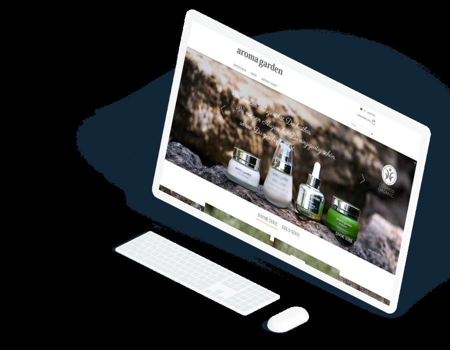 Großer, weißer Computermonitor zeigt die Startseite der Aromagarden Website