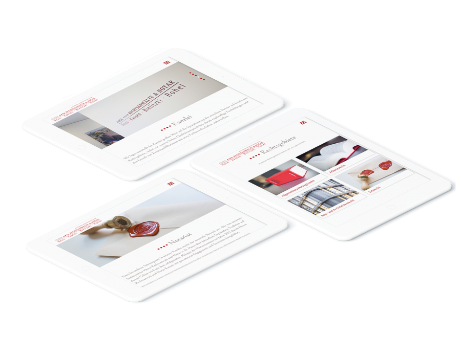 Drei weiße Tablets zeigen verschiedene Seiten der CURIA Rechtsanwälte & Notar Website