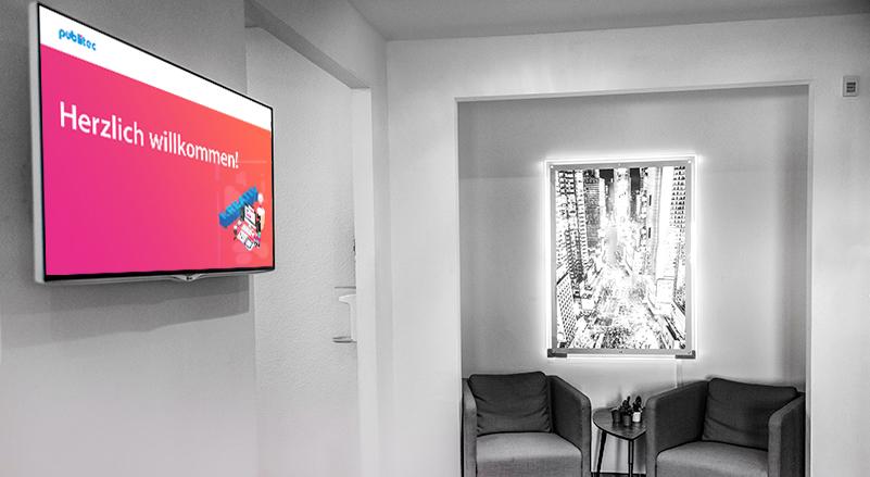 Digitalagentur - Eingangsbereich mit Willkommensbildschirm